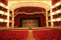 Interno Teatro con sipario storico
