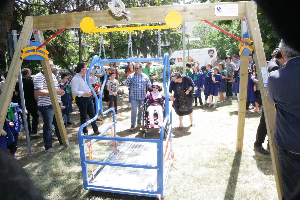 inaugurazione altalena disabili
