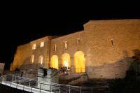 castello svevo di notte