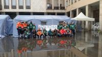 i volontari di Adra in piazza dei Bruzi