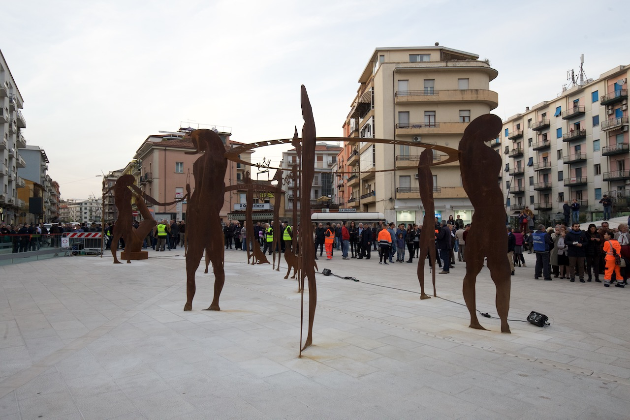 statue piazza bilotti