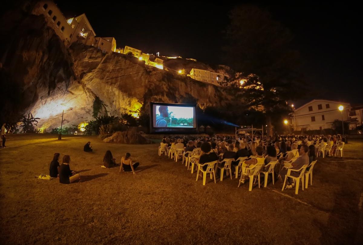 una proiezione del cinema ambulante