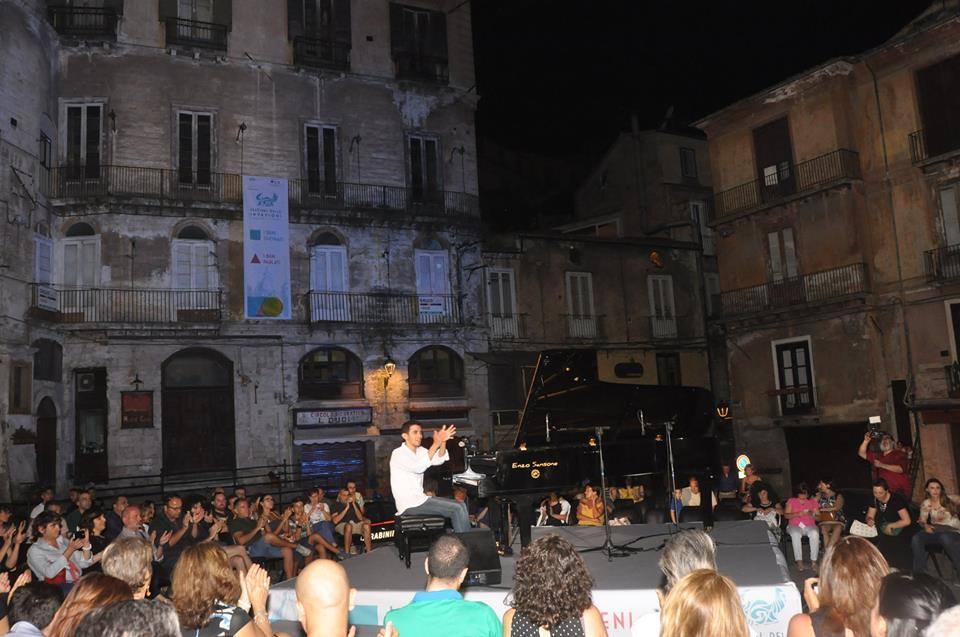 il concerto del pianista aheam amhad in piazza duo