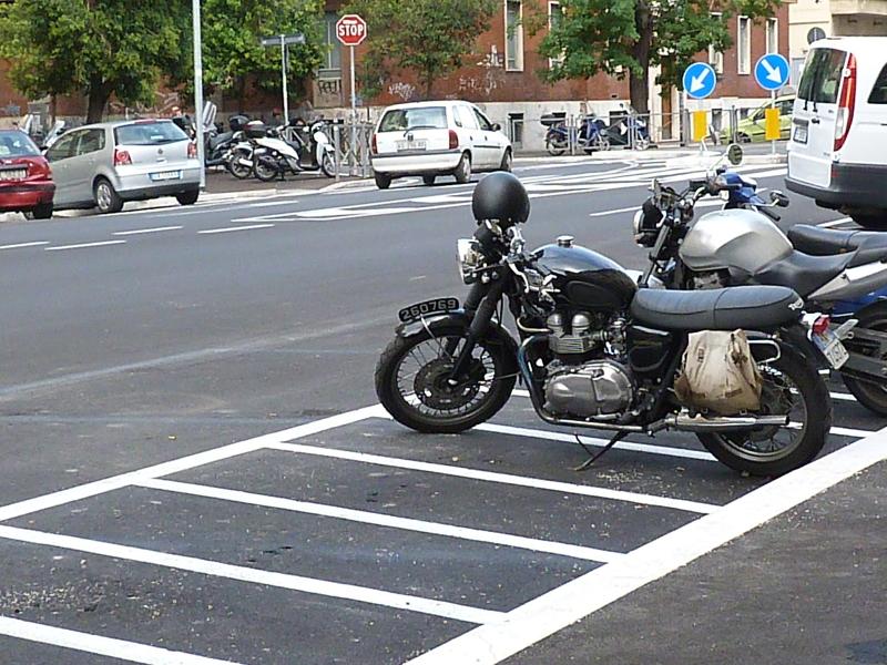 parcheggio ciclomotori