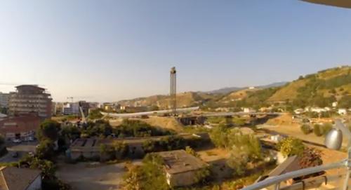 Ponte Calatrava sollevamento antenna, time lapse
