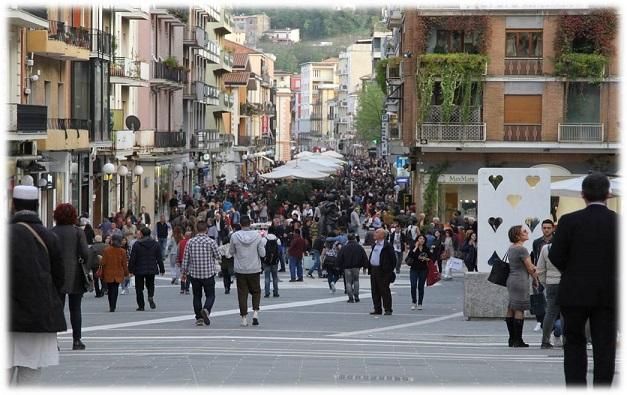 Corso mazzini_Gente_Immagine Città Generica
