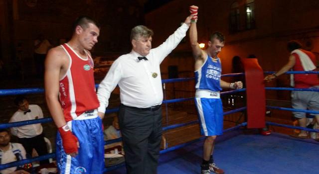 un incontro di boxe popolare