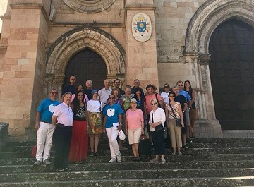 i turisti davanti alla Cattedrale