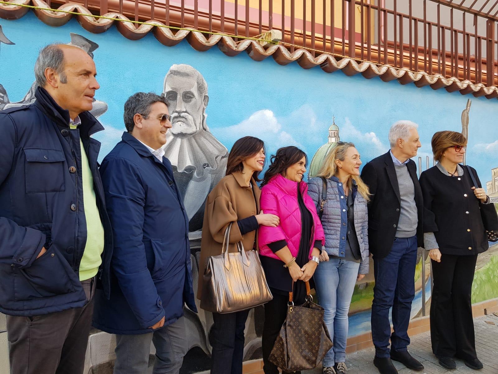 la commissione cultura visita il murales di via Po