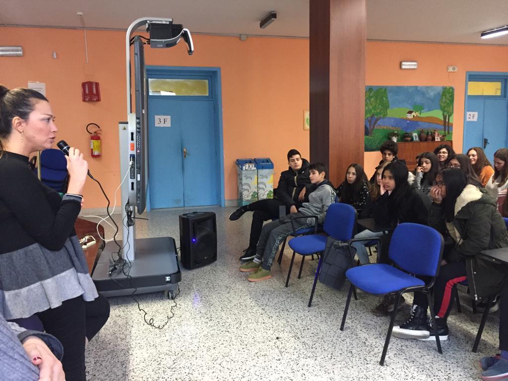 un momento dei laboratori nelle scuole