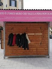 Muro della gentilezza a Cosenza