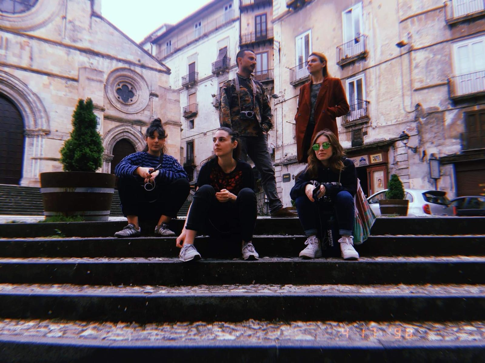 alcuni degli artisti georgiani in Piazza Duomo