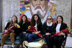 foto di gruppo delle studentesse con il Vicesindac