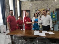 la firma della convenzione tra Comune e Croce Ross