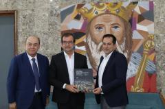la delegazione greca in visita dal Sindaco Occhiut