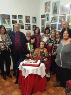la signora Giuseppina Guidoccio con i suoi familia