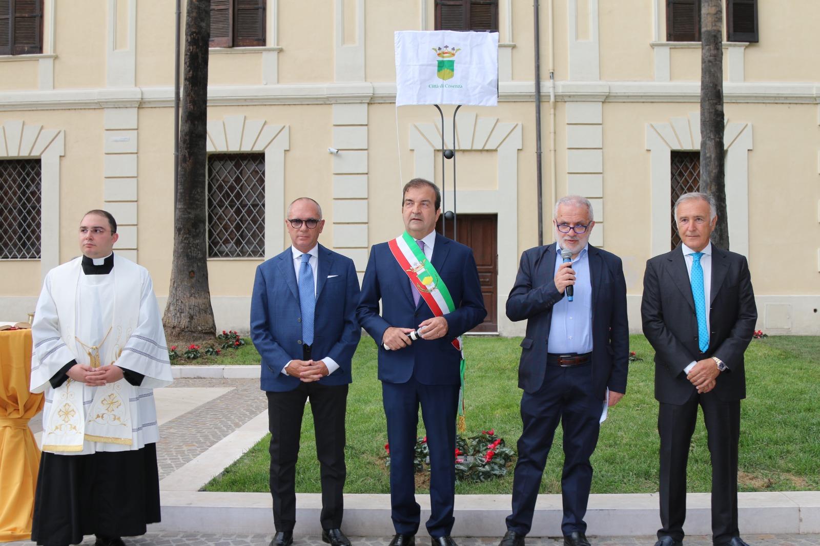 cerimonia intitolazione Piazza Carratelli